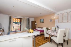 Apartments Garmaz, Ferienwohnungen  Podgora - big - 8