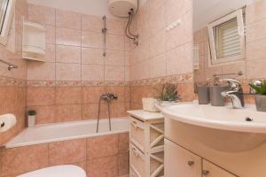 Apartments Garmaz, Ferienwohnungen  Podgora - big - 24