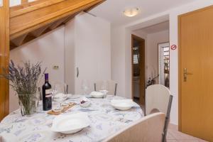 Apartments Garmaz, Ferienwohnungen  Podgora - big - 26