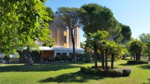 Hotel Hiki, Hotely  Bibione - big - 60