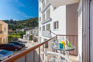 Apartments Garmaz, Ferienwohnungen  Podgora - big - 47