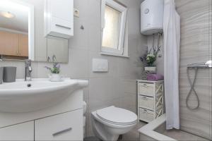 Apartments Garmaz, Ferienwohnungen  Podgora - big - 48