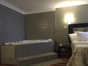 Queen Room with Jacuzzi - Non-Smoking