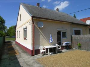 Holiday home Balatonlelle/Balaton 27513