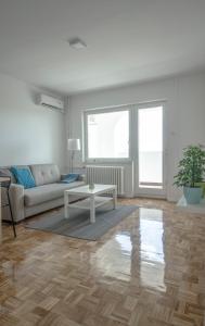 Danvisual Apartment 4, Appartamenti  Novi Sad - big - 8
