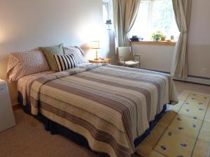 The Snowshoe Hare ~ Queen Bedroom