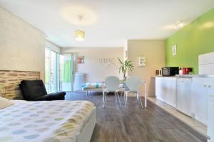 Les Gîtes d'Emilie, Apartments  Melesse - big - 32