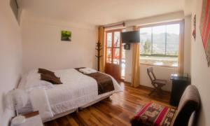 Double Room with Mountain View and Private Bathroom