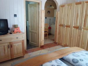 Kaiser Apartman, Ferienwohnungen  Hévíz - big - 36