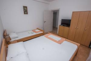 Apartments Jovanovic, Apartments  Kotor - big - 12