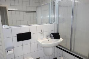 Tolstov-Hotels Old Town Apartment, Apartmanok  Düsseldorf - big - 9