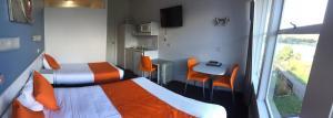 Waterfront Lodge Motel