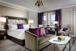 Fairmont Gold Spacious King Room