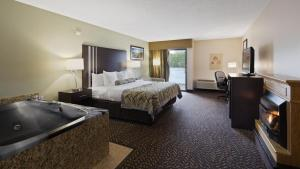 Deluxe King Room with Spa Bath and Fireplace - Lakeview