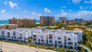 1383 North Ocean Boulevard Townhouse Townhouse, Case vacanze  Pompano Beach - big - 1