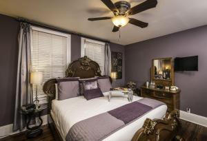 Deluxe King Room - Tanzanite Room