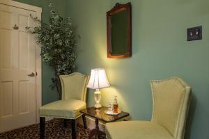 Queen Room - Peridot Room