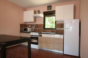 Holiday Home Ametist 3, Nyaralók  Tivat - big - 9