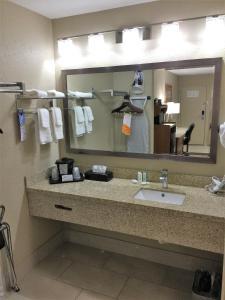 Quality Inn & Suites Near White Sands National Monument, Отели  Аламогордо - big - 12