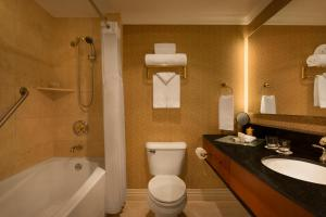 Executive One-Bedroom Suite with Two Twin Beds