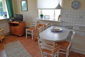 Landhaus-am-Deich-Wohnung-Moewe, Apartmány  Tönning - big - 8