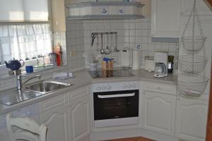 Landhaus-am-Deich-Wohnung-Moewe, Apartmány  Tönning - big - 9