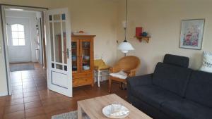 Landhaus-am-Deich-Wohnung-Moewe, Apartmány  Tönning - big - 5