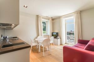 Villa Mughetto, Apartmanhotelek  Gardone Riviera - big - 7