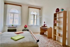 Spacious Flatel for 3 close to Charles square