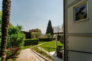Villa Mughetto, Apartmanhotelek  Gardone Riviera - big - 4