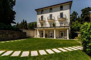Villa Mughetto, Apartmanhotelek  Gardone Riviera - big - 1