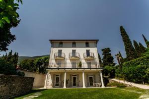 Villa Mughetto, Apartmanhotelek  Gardone Riviera - big - 2