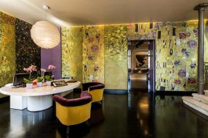 Villa Mughetto, Apartmanhotelek  Gardone Riviera - big - 9