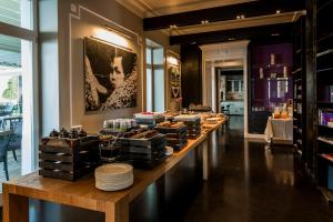 Villa Mughetto, Apartmanhotelek  Gardone Riviera - big - 12