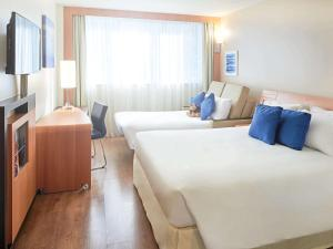 Superior Double Room with Sofa Bed and Partial Ocean View