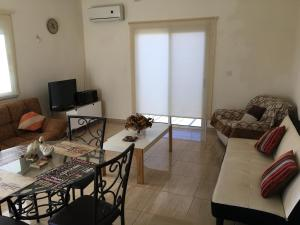 Apartment Ag. Spiridonos 5, Апартаменты  Episkopi Lemesou - big - 53