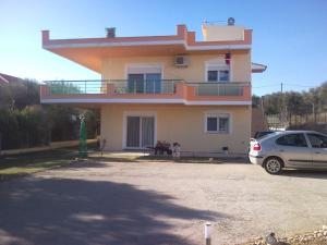 Finikas House
