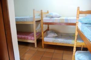 女性宿舍间的单人床位