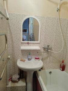 Apartment 16 Mikrorayon 42, Ferienwohnungen  Shymkent - big - 25