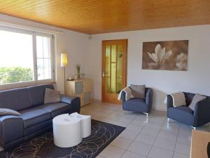 Chalet Papillon, Holiday homes  Schwanden - big - 8