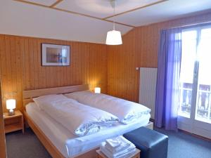 Chalet Papillon, Holiday homes  Schwanden - big - 11