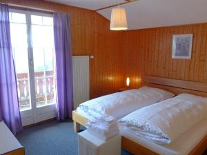 Chalet Papillon, Holiday homes  Schwanden - big - 25