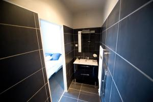 Apartment Rue Royale, Apartmány  Lille - big - 7