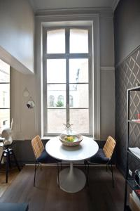 Apartment Rue Royale, Apartmány  Lille - big - 41