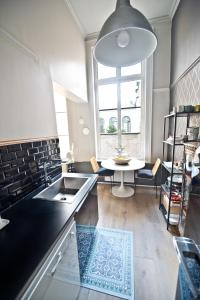 Apartment Rue Royale, Apartmány  Lille - big - 39
