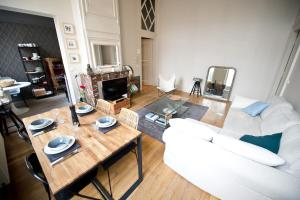 Apartment Rue Royale, Apartmány  Lille - big - 38