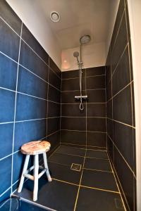 Apartment Rue Royale, Apartmány  Lille - big - 34