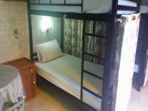 Samostatná postel ve společném pokoji pro ženy
