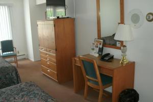 Two-Bedroom Queen Suite