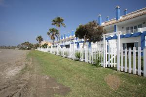 Beachfront townhouse Costa del Sol, Nyaralók  Estepona - big - 19